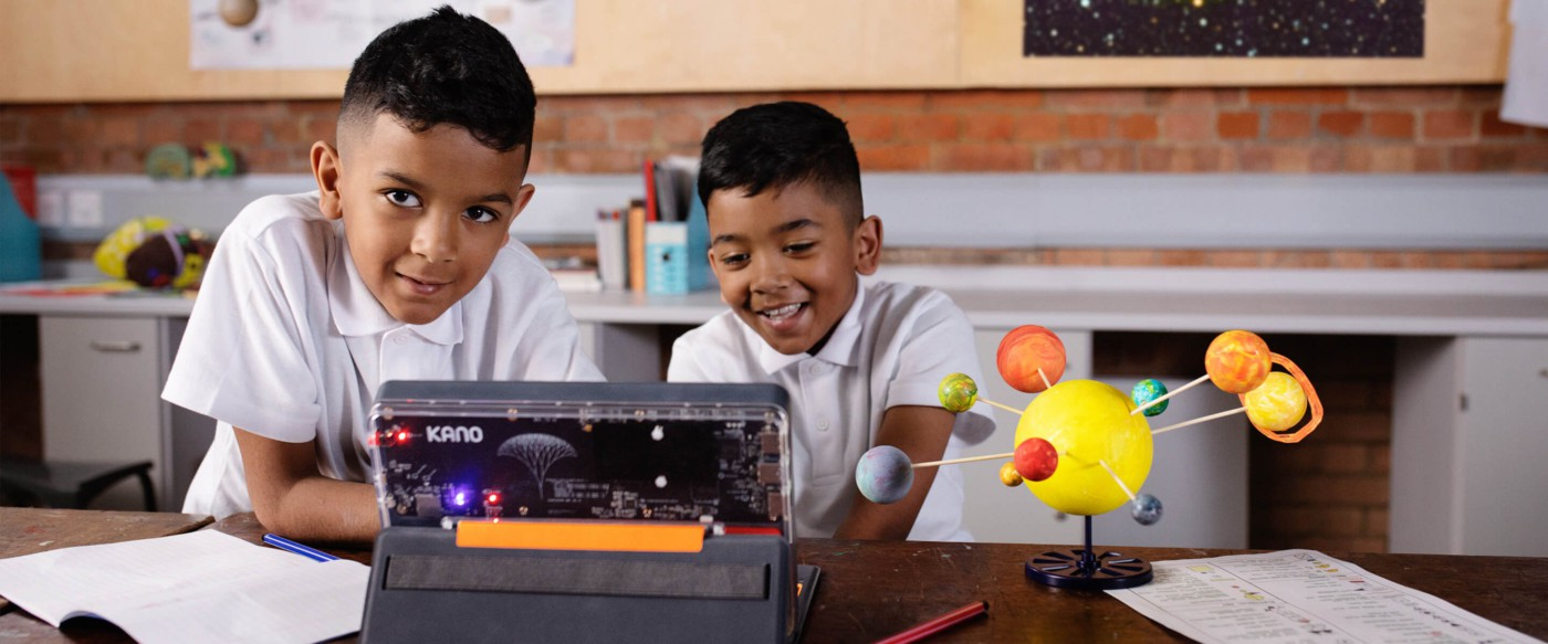 Children learning with Kano PC